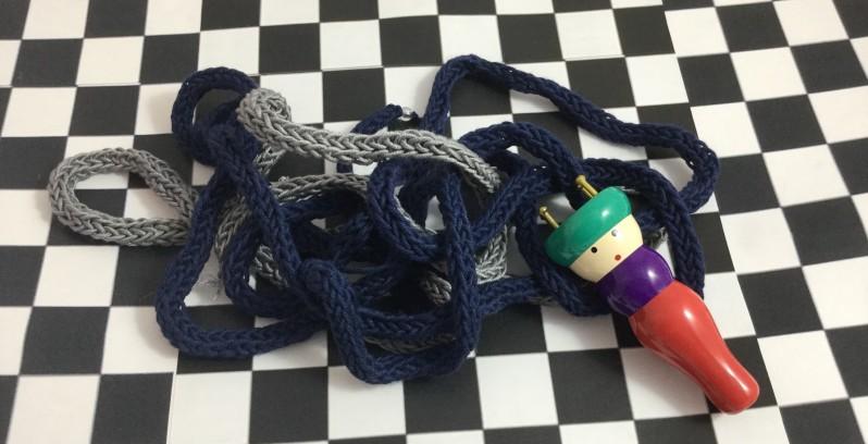 finger knitting strands